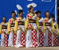 市松柄はチームの伝統。大きな市松は本染めで。