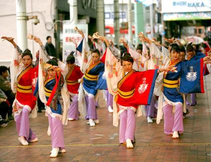 よさこい衣装の制作事例は、あわせ半天の鳴子艶舞会さんです。お客様より演舞写真を頂きました。