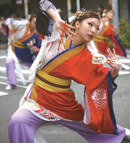 よさこい衣装の制作事例は、あわせ半天の鳴子艶舞会さんです。第4回よさこ姫 姫部門大賞   細部にまでこだわって袖裏にもオリジナルプリント生地をぬいつけました。