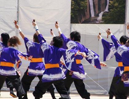 よさこい衣装のあわせ半天制作事例は、筑波大学斬桐舞さんです。お客様から演舞写真を頂きました。