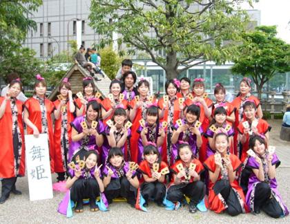 よさこい屋が、制作した舞姫のよさこい・太鼓衣装です。舞姫の集合写真です。