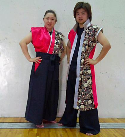 太鼓衣装の制作事例は、袖なし半天と立ち衿半天の三隅清風太鼓さんです。お客様よりお写真を頂きました。