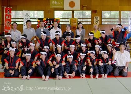 <石巻市立雄勝中学校 和太鼓部さまの集合写真です。>