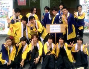よさこい衣装の両用半天制作事例は、桃山学院大学よさこい連「真輝-SANAGI-」さんです。お客様より集合写真を頂きました。
