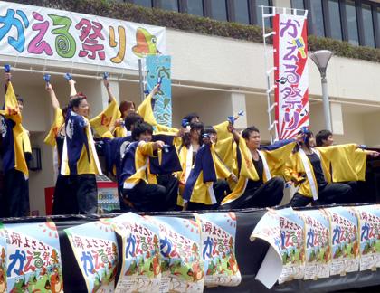 よさこい衣装の両用半天制作事例は、桃山学院大学よさこい連「真輝-SANAGI-」さんです。お客様より演舞写真を頂きました。