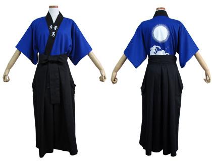 太鼓衣装の制作事例は、両用半天の帝京大学和太鼓愛好会 蒼蔦さんです。「両用半天」を「袴」の中に入れて着ることもできます。