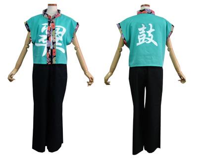 太鼓衣装の制作事例は、立ち衿半天の和太鼓 翠さんです。袖なし立ち衿半天をショート丈にし、前には左右に渡って「翠」をプリントしました。