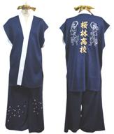 阿吽像と刺繍の入った華やかな太鼓衣装。