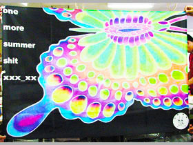パステル調の蝶がインパクト大!1m×1.5mの旗