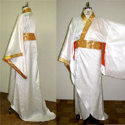 金襴、綸子生地の豪華な羽織は裾ラインも綺麗です。