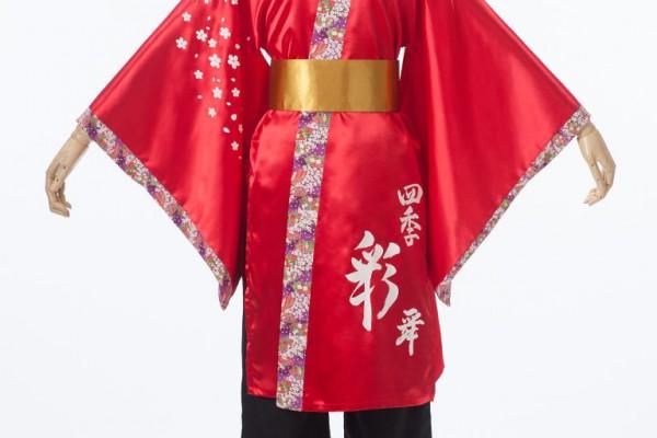 桜柄をふんだんに使った女性らしいよさこい衣装。