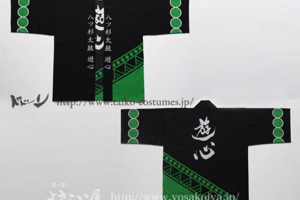 八ツ杉太鼓遊心さんの次なる衣装は、太鼓衣装の定番、本染めの法被でした。